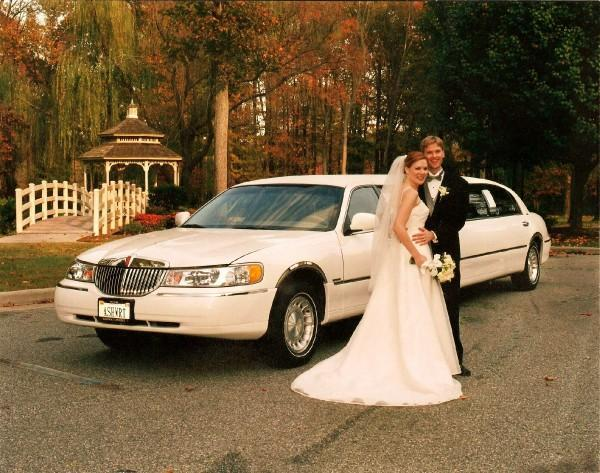 [Image: Getting married may be one of the most popular reasons to hire a limo. Whether you need one big limo to accommodate the entire wedding party, or you need options for separate limos for family, we can help you come up with the right fit for your special day. ]